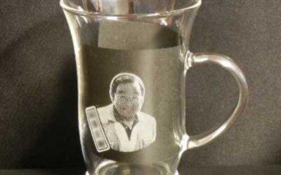 【写真彫刻耐熱マグカップ】スペシャルな名入れギフトに♪